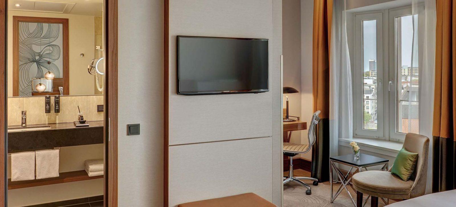 Reichshof Hotel Hamburg Medium Zimmer / Medium Room